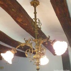 Antigüedades: ANTIGUA LAMPARA DE GAS ELECTRIFICADA - 3 LUCES - TULIPAS DE CRISTAL. Lote 279495708