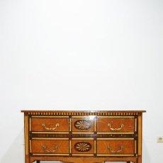 Antigüedades: CÓMODA ANTIGUA DE MADERA Y MARQUETERIA. Lote 279506203