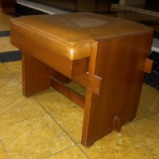 Antigüedades: SITIAL DE MADERA ASIENTO TAPIZADO. Lote 280245773