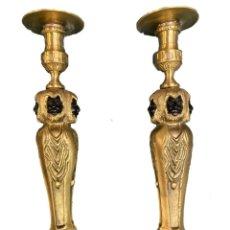 Antigüedades: ANTIGUA PAREJA DE CANDELABROS DE BRONCE, NAPOLEÓN III, IMPERIO. S. XIX. 35 CM ALTO. Lote 280248508
