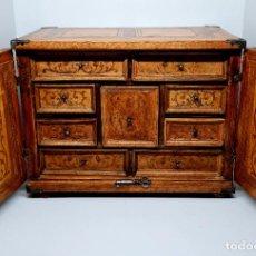 Antiquités: EXCEPCIONAL BARGUEÑO,CAJONERA COLONIAL DE PEQUEÑAS DIMENSIONES,S. XVIII. Lote 280436488