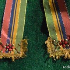 Antigüedades: ANTIGUAS COLONIAS DE SEDA CINTAS INDUMENTARIA TRADICIONAL TRAJE REGIONAL LEON TIPICAS. Lote 280460003