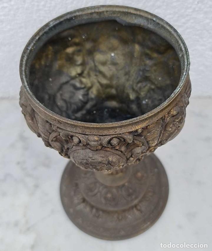 Antigüedades: ANTIGUA BASE EN CALAMINA DE UN GRAN QUINQUE SIGLO XIX, 21.5 CM. ALTURA Y 11.5 CM DE DIAMETRO DE BOCA - Foto 2 - 280653558