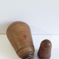 Antigüedades: POLVORERA TORNEADA DE MADERA DE BOJ. SIGLO XVIII. Lote 280687178