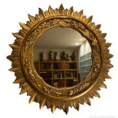 Antigüedades: ESPEJO SOL MUY ORNAMENTADO EN MADERA TALLADA Y DORADA, 70 X 70. Lote 280813033