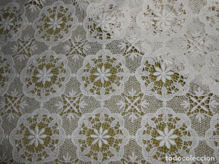 Antigüedades: Antiquo Mantel/tapete decorativo.Encajes de Algodon.BLANCO 90 x 90 cm - Foto 3 - 280820563
