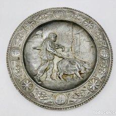 Antigüedades: PLATO VASCO, DE 29 CM DIÁMETRO , FIRMADO , AÑOS 40. Lote 280837168
