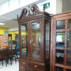 Antigüedades: VITRINA ANTIGUA ESTILO INGLÉS CHIPPENDALE. MUEBLE DE SALÓN LIBRERO VINTAGE ESTANTERIA LIBRERÍA.. Lote 280849328