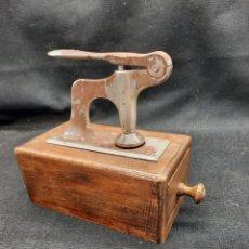 Antiquités: ANTIGUA MÁQUINA PARA HACER OSTIAS. Lote 281007328