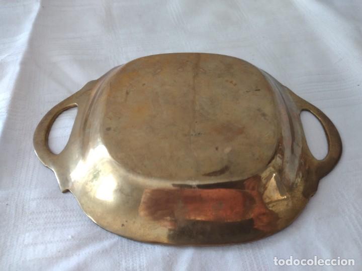 Antigüedades: Pequeña bandeja de bronce con imagen cloisonee. - Foto 4 - 281017608