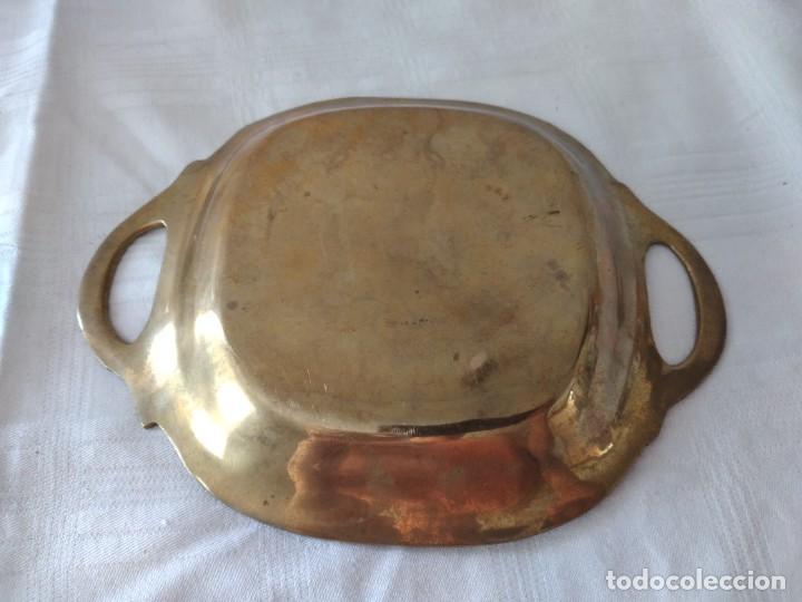 Antigüedades: Pequeña bandeja de bronce con imagen cloisonee. - Foto 5 - 281017608