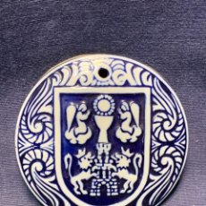 Antigüedades: MEDALLON PORCELANA GALLEGA SARGADELOS MARCA C.17 GALICIA ESCUDO PROVINCIA LUGO 8CMS. Lote 281062043