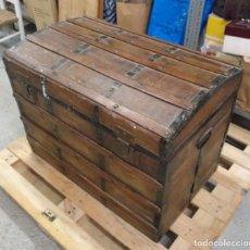 Antiquités: ANTIGUO GRAN BAÚL DE MADERA DE PINO 48 X 77 X 58 CM (APROX). Lote 281868758