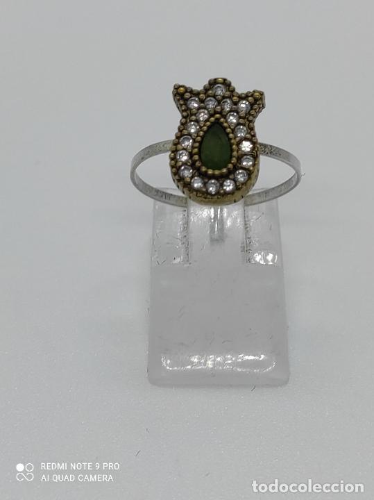 Antigüedades: Antiguo anillo en plata de ley contrastada y bronce de estilo victoriano con esmeralda y circonitas. - Foto 5 - 281928988