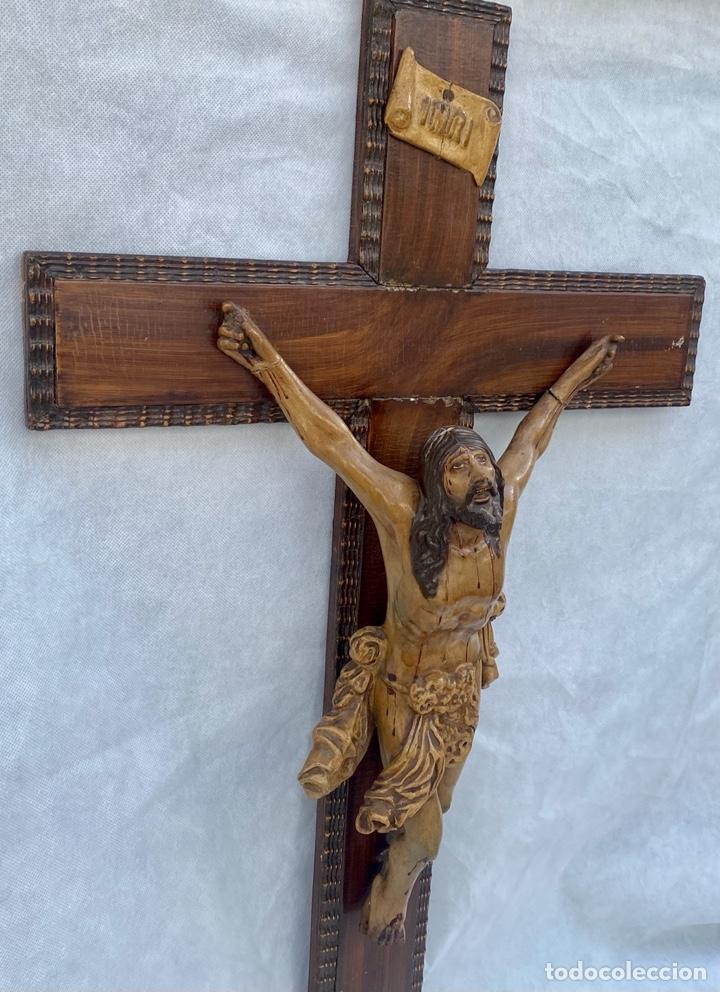 Antigüedades: Crucifijo Cristo de terracota y cruz de madera antiguo - Foto 4 - 281934143