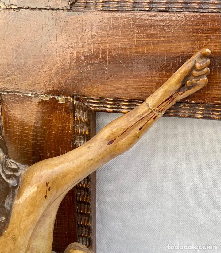 Antigüedades: Crucifijo Cristo de terracota y cruz de madera antiguo - Foto 6 - 281934143