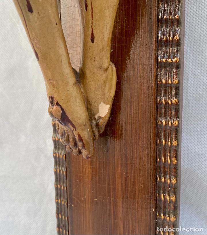 Antigüedades: Crucifijo Cristo de terracota y cruz de madera antiguo - Foto 8 - 281934143