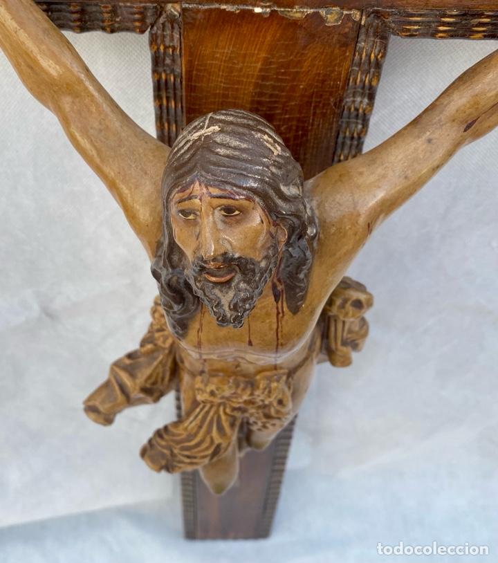 Antigüedades: Crucifijo Cristo de terracota y cruz de madera antiguo - Foto 10 - 281934143
