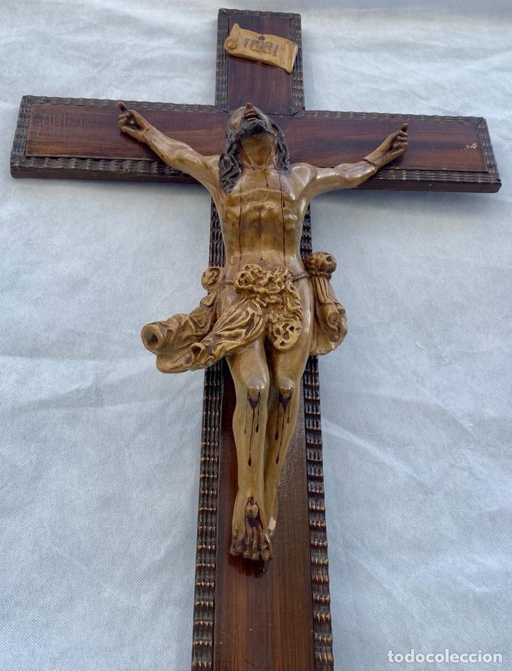 Antigüedades: Crucifijo Cristo de terracota y cruz de madera antiguo - Foto 11 - 281934143