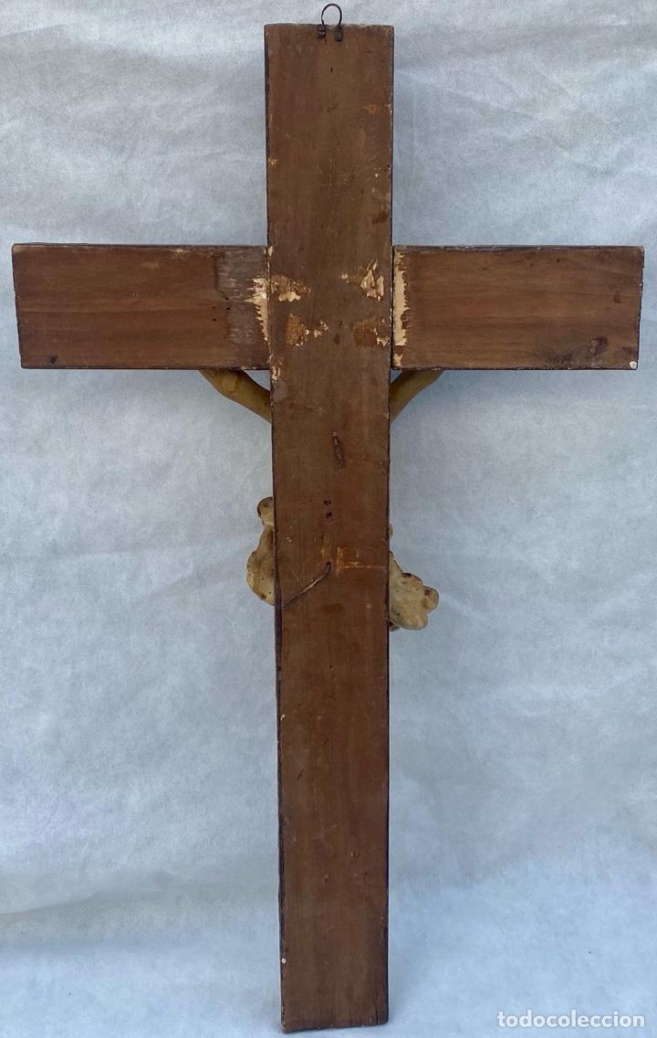 Antigüedades: Crucifijo Cristo de terracota y cruz de madera antiguo - Foto 13 - 281934143