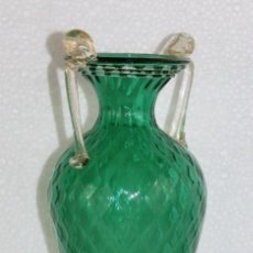 Antigüedades: JARRÓN EN CRISTAL DE MURANO CON PEZ EN LA BASE CON POLVO DE ORO. MEDIADOS SIGLO XX. Lote 295421233