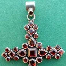 Antigüedades: CRUZ ANTIGUA S. XIX DE PLATA 925 CON GRANATES DE GRAN CALIDAD. BUEN TAMAÑO.- 7.8X4.8 CMS.. Lote 282270788