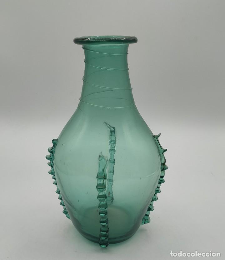 BOTE EN VIDRIO CATALÁN, DE FINALES DEL SIGLO XIX. 22X13X13 CM. (Antigüedades - Cristal y Vidrio - Catalán)