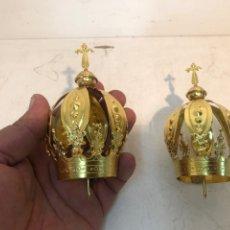 Antigüedades: DOS CORONAS DE CABEZA PARA IMAGEN RELIGIOSA DE LATON. 4CM DIAMETRO.. Lote 282539668