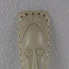 Antigüedades: AGUJA TOCADO CON CARA AFRICANA DE MARFIL. MEDIADOS DEL SIGLO XX. Lote 282544558