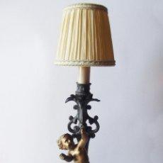 Antigüedades: LAMPARA SOBREMESA SIGLO IX, HIERRO COLADO CON PUTTI O ANGELOTE, PRECIOSA. Lote 282931278