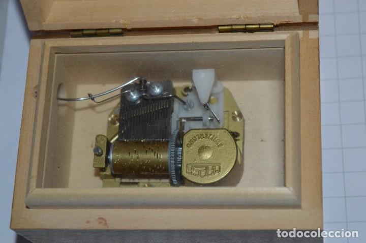 Antigüedades: Antigua y preciosa caja de música / Marca MAPSA Suisse - Funcionando perfectamente - Original ¡Mira! - Foto 7 - 282954543