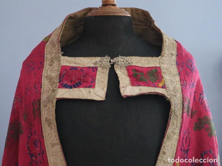 Antigüedades: Capa pluvial confecciona en seda brocada. Siglo XVIII. - Foto 2 - 282985178