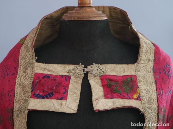 Antigüedades: Capa pluvial confecciona en seda brocada. Siglo XVIII. - Foto 3 - 282985178