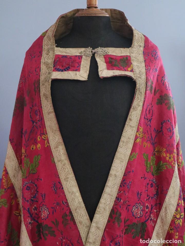 Antigüedades: Capa pluvial confecciona en seda brocada. Siglo XVIII. - Foto 5 - 282985178