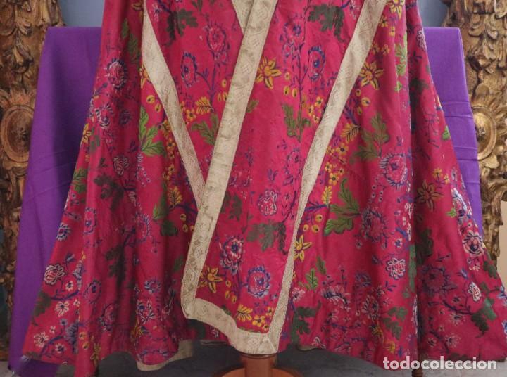 Antigüedades: Capa pluvial confecciona en seda brocada. Siglo XVIII. - Foto 7 - 282985178