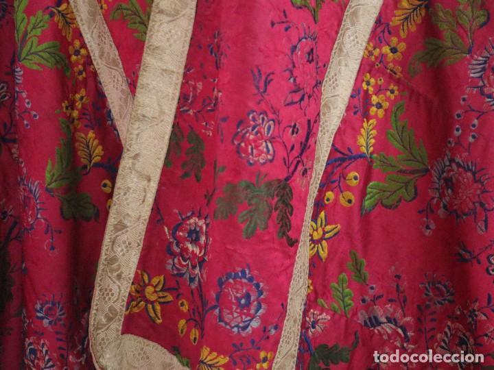 Antigüedades: Capa pluvial confecciona en seda brocada. Siglo XVIII. - Foto 8 - 282985178