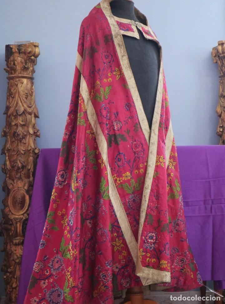 Antigüedades: Capa pluvial confecciona en seda brocada. Siglo XVIII. - Foto 11 - 282985178