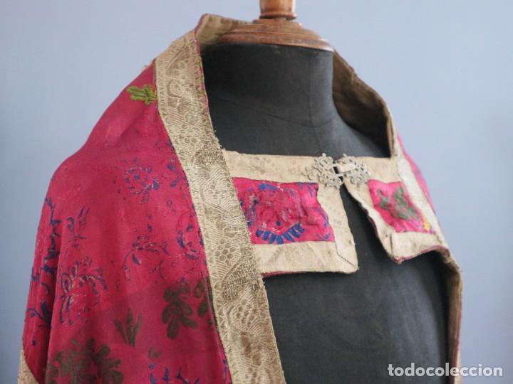 Antigüedades: Capa pluvial confecciona en seda brocada. Siglo XVIII. - Foto 12 - 282985178
