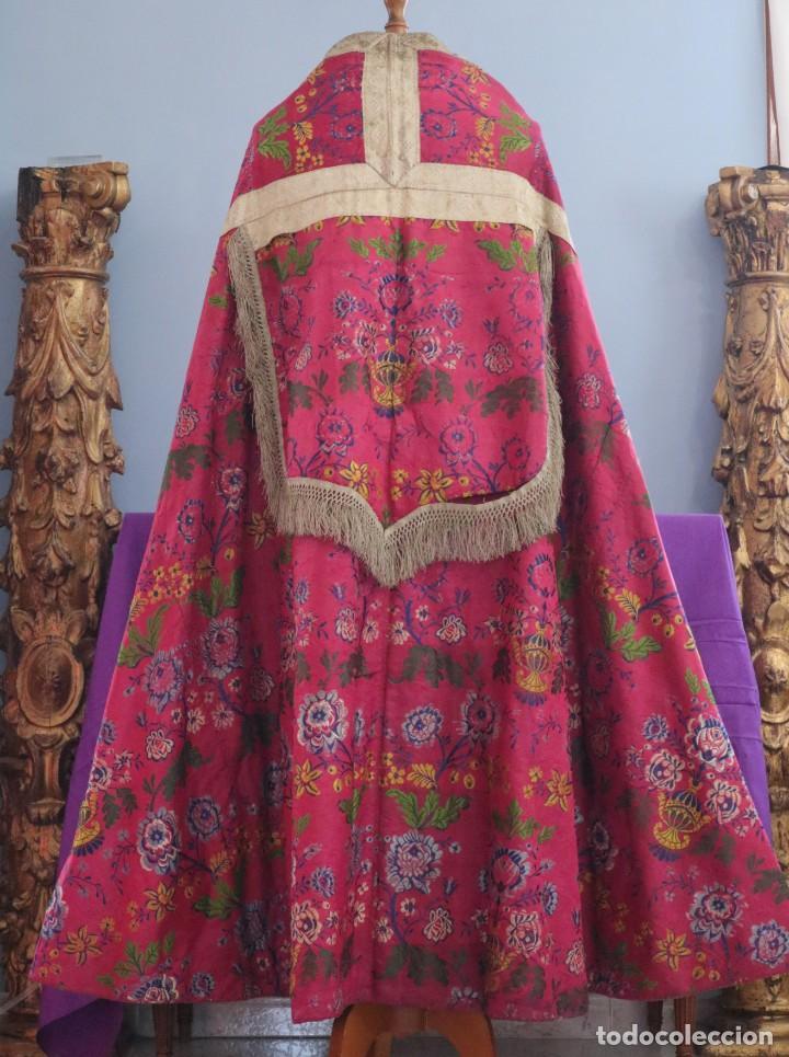 Antigüedades: Capa pluvial confecciona en seda brocada. Siglo XVIII. - Foto 13 - 282985178