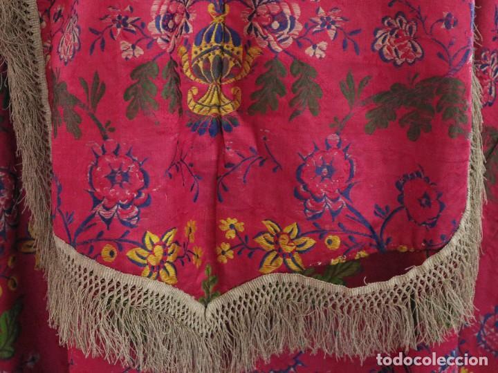 Antigüedades: Capa pluvial confecciona en seda brocada. Siglo XVIII. - Foto 16 - 282985178