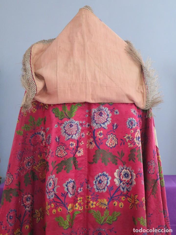 Antigüedades: Capa pluvial confecciona en seda brocada. Siglo XVIII. - Foto 17 - 282985178