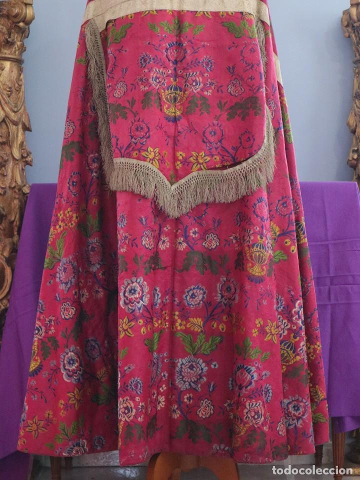 Antigüedades: Capa pluvial confecciona en seda brocada. Siglo XVIII. - Foto 18 - 282985178