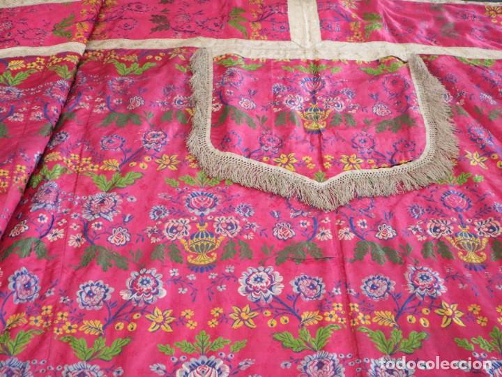 Antigüedades: Capa pluvial confecciona en seda brocada. Siglo XVIII. - Foto 27 - 282985178