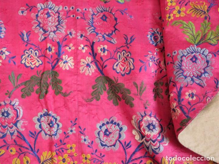 Antigüedades: Capa pluvial confecciona en seda brocada. Siglo XVIII. - Foto 28 - 282985178