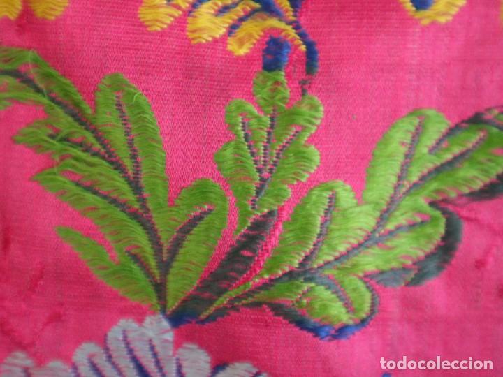 Antigüedades: Capa pluvial confecciona en seda brocada. Siglo XVIII. - Foto 30 - 282985178
