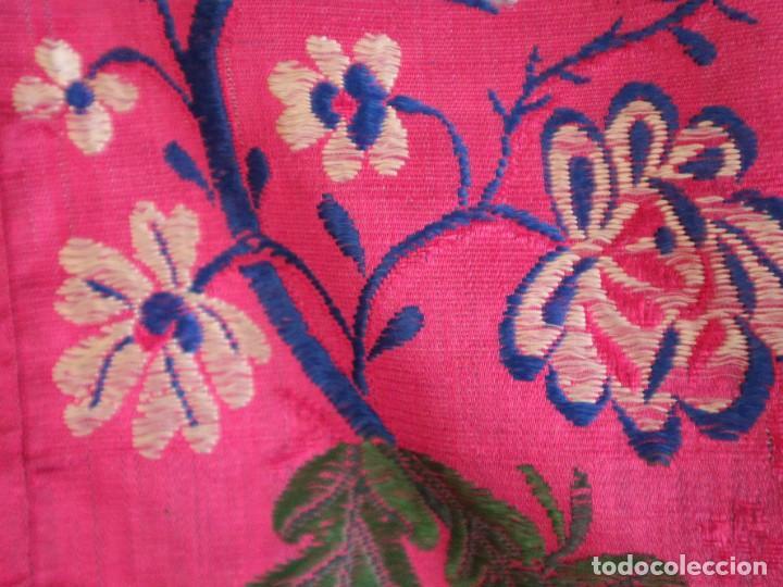 Antigüedades: Capa pluvial confecciona en seda brocada. Siglo XVIII. - Foto 32 - 282985178
