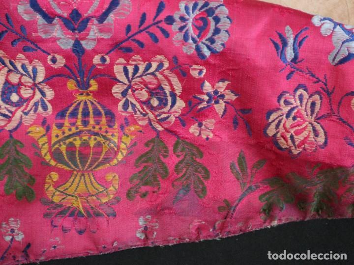 Antigüedades: Capa pluvial confecciona en seda brocada. Siglo XVIII. - Foto 33 - 282985178
