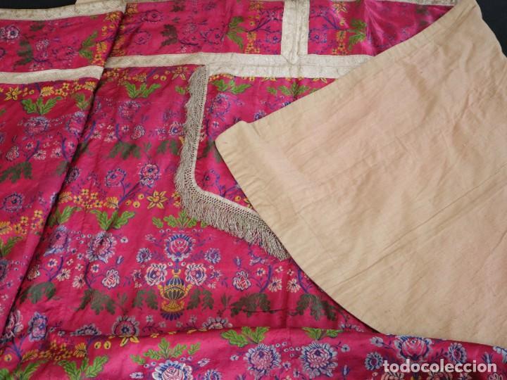 Antigüedades: Capa pluvial confecciona en seda brocada. Siglo XVIII. - Foto 34 - 282985178