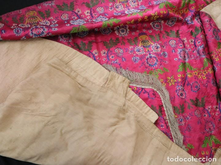 Antigüedades: Capa pluvial confecciona en seda brocada. Siglo XVIII. - Foto 35 - 282985178