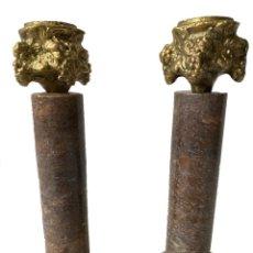 Antigüedades: ANTIGUA PAREJA DE CANDELABROS DE BRONCE Y MÁRMOL. NAPOLEÓN III, IMPERIO.CASINO ZARAGOZA. XIX. Lote 283054543